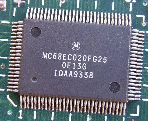 M_mc68ec020fg25_wht.JPG