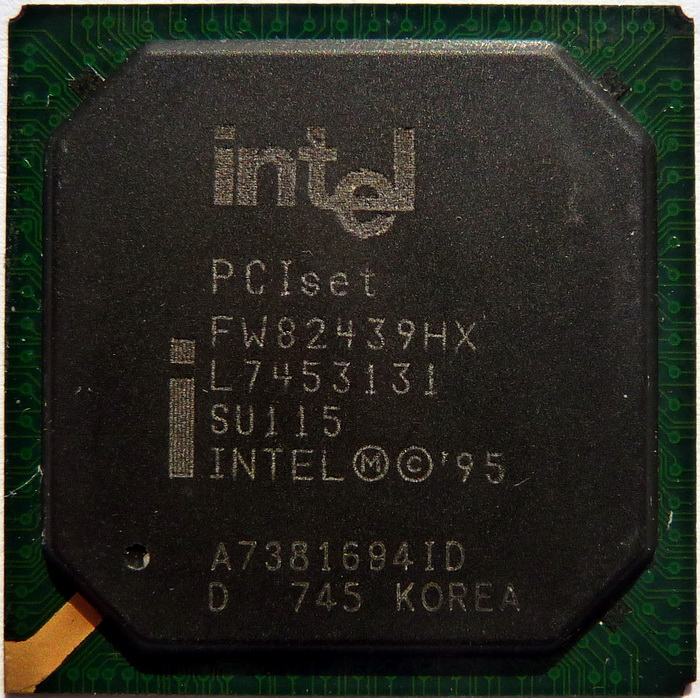 Intel 82439HX System Controller (Northbridge) (TXC) SU115 01.jpg