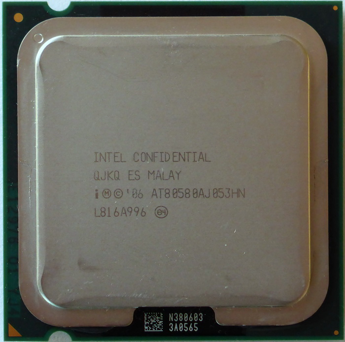 Intel Core 2 Quad Q8200S 2,33GHz QJKQ 01.jpg