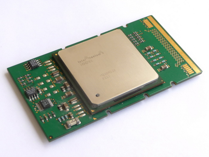 Intel Itanium 2 1400 (4M, Madison, FSB400) SL6XE 03.jpg
