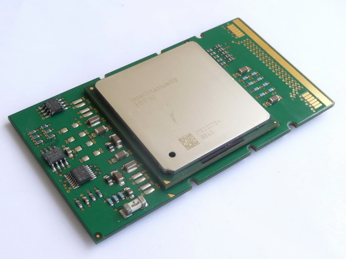 Intel Itanium 2 1600 (9M, Madison 9M, FSB400) SL8CU 03.jpg