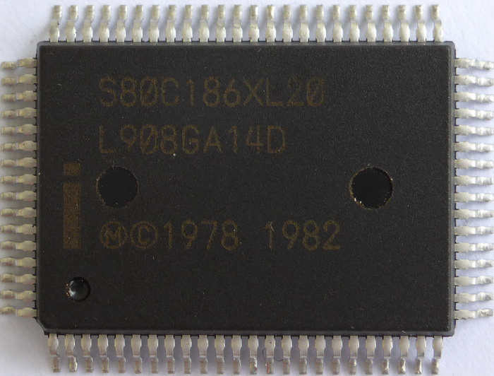Intel S80C186XL20 QFP 01.jpg