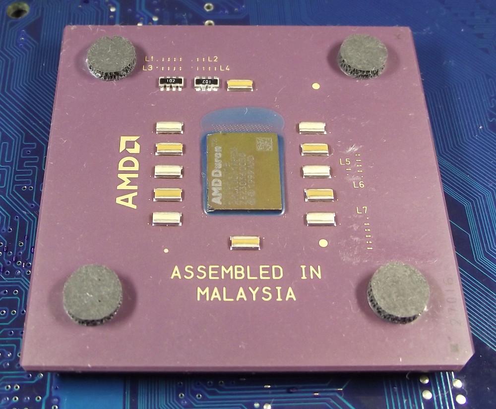 AMD_Duron_D700_top.jpg