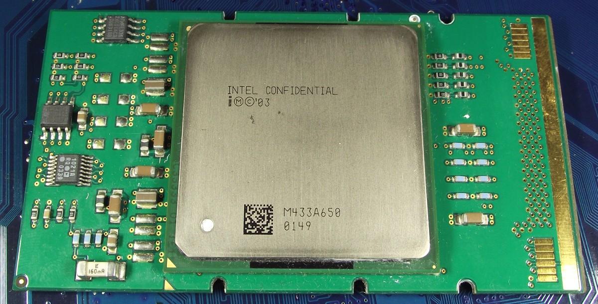Intel_Itanium2_1600_9M_400_Q85Z_top.jpg