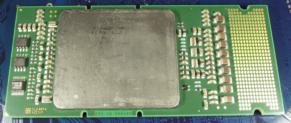 Intel_Itanium2_9040_1600_18M_400_QPBE_top.jpg