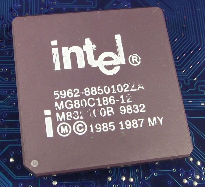 Intel_MG80C186-12_top.jpg