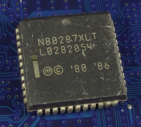 Intel_N80287XLT_plcc_top.jpg